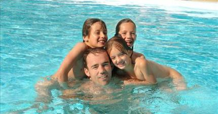 Children 7-12 years naturist swimming pool - Naturist Campsite Belezy