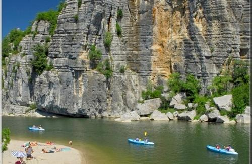 Camping in Ruoms en vakantie in de Ardèche met Camping Direct
