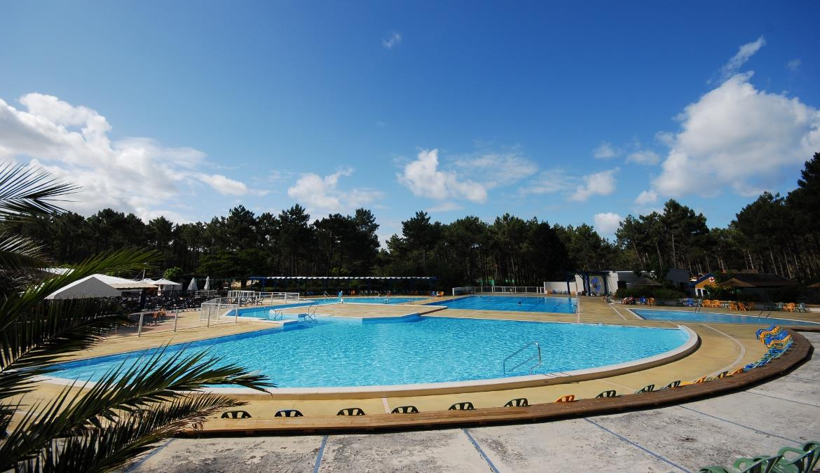 Swim in a naturist pool on the Atlantic Coast!