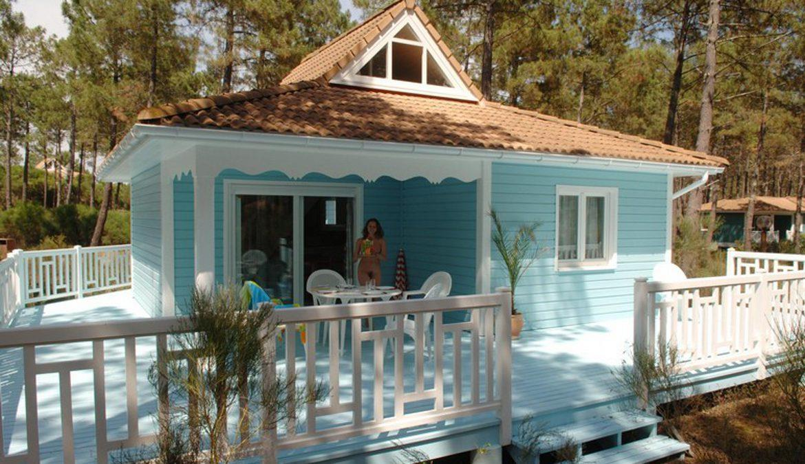 Pitches and rented accommodations at a naturist site on the Atlantic Coast