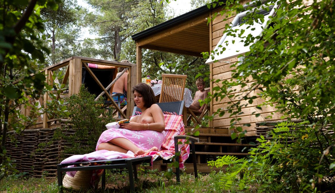 Benefit from last minute offers on holiday breaks at naturist campsites!