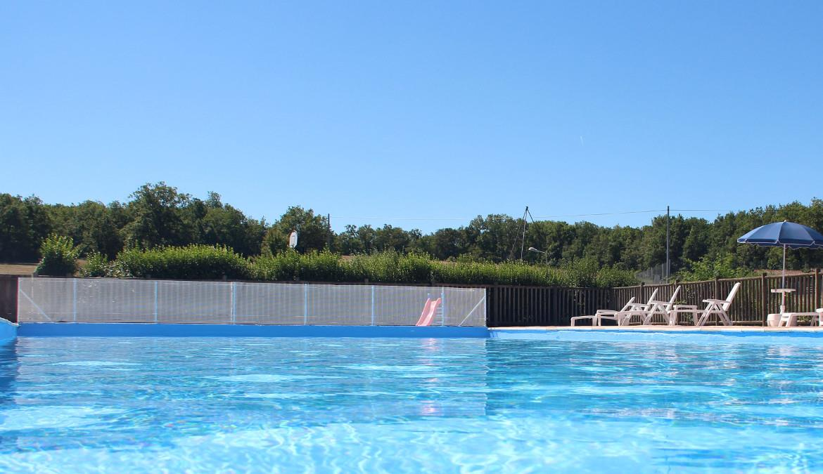 The pool of naturist campsite Le Clos Barrat